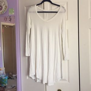 Dresses & Skirts - White long sleeve t shirt dress • size small•